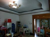 实小和贵中中学 中间楼层 送储藏室5平方米 方正户型