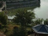 稀缺多层沿湖景观花园洋房,豪华装修,家具家电齐全,拧包入住,省心省力。