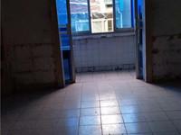 杏村小区大三房出售,地理位置优越,户型周正,性价比高。