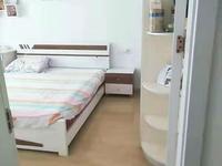 书香名邸精装二室二厅多层框架房,房东急售,价格优惠,性价比高。