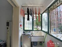 和谐家园精装二室二厅保养好,新房型南北通透,南门繁华地段居家便利。
