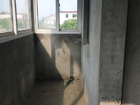 春江东苑毛坯大三房113平米只卖80万
