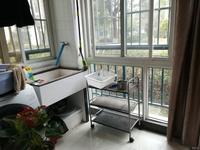 和泰新城三房两厅,户型好成熟小区,交通方便,诚心出售,欢迎看房